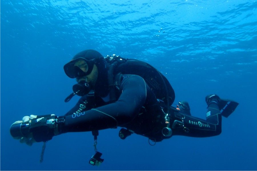 Certified Divers : Dive Trips - Courses - Review Programs